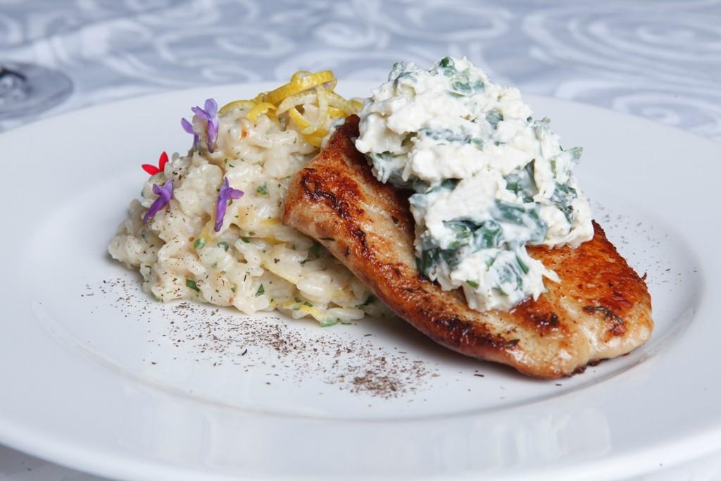ENSEADA_Peter Andrade - Filé de peixe branco com molho de espinafre e ricota acompanhado de risoto de limão siciliano