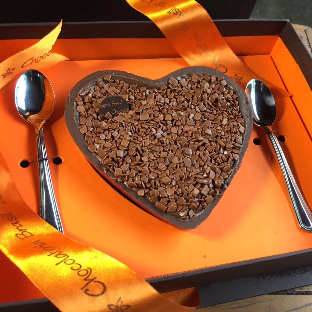 IMG_4378 Chocolateria Brasil - Caixa Coração de Colher brigadeiro ao leite R$ 98,00