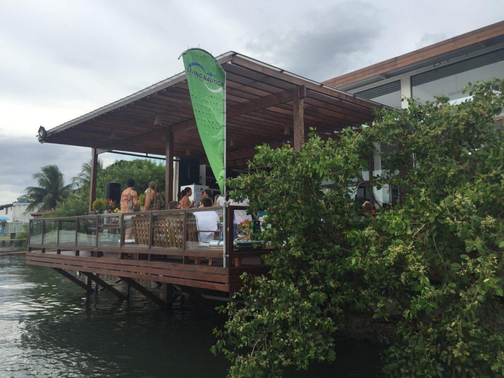 Living Náutica Marina - Deck do Restaurante de frente para o Canal.
