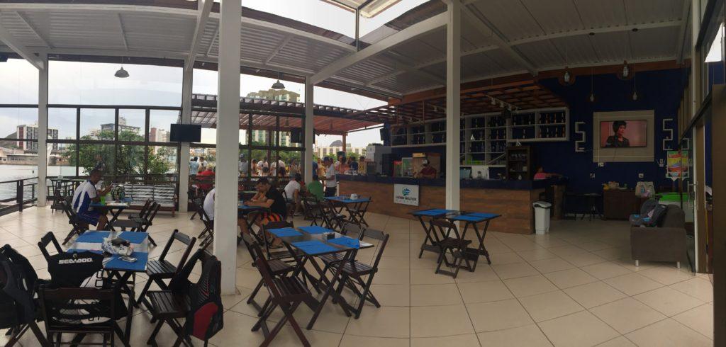 Living Náutica Marina - Espaço interno do Restaurante, de frente para o Canal.