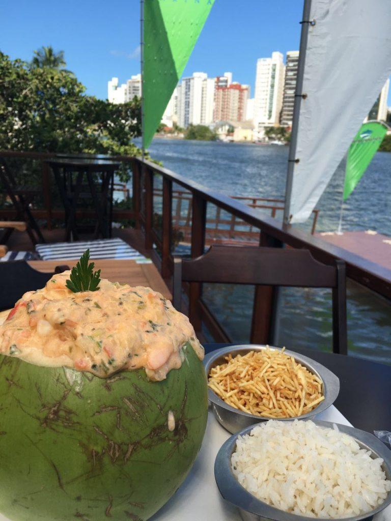 Camarão no Coco (R$ 65) no Living Náutica Marina - com essa vista, tá mara!