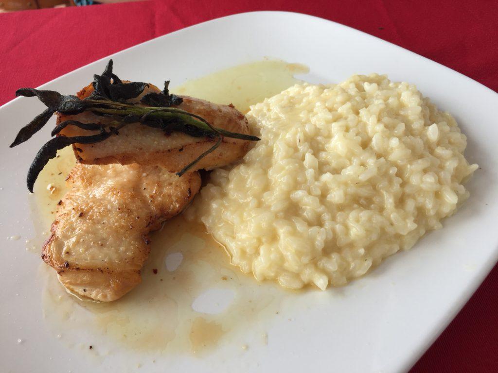 Frango Grelhado ao Azeite de Sálvia com Risoto de Grana (R$ 44)