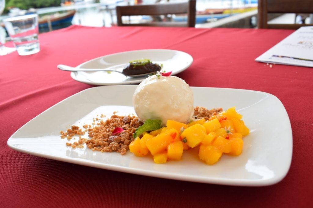As sobremesas: chocolate ou fruta com sorvete?