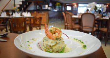 Batatas laminadas com bacalhau e camarão com natas