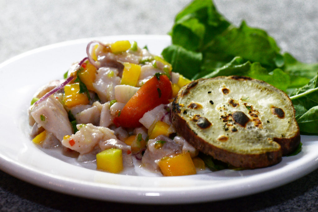 Ceviche de Peixe Branco com Batata Doce grelhada. Foto: Ari Oliveira