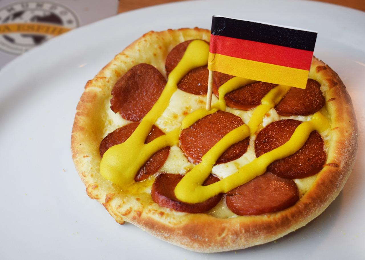Alemanha: Salsichão com Mostarda.