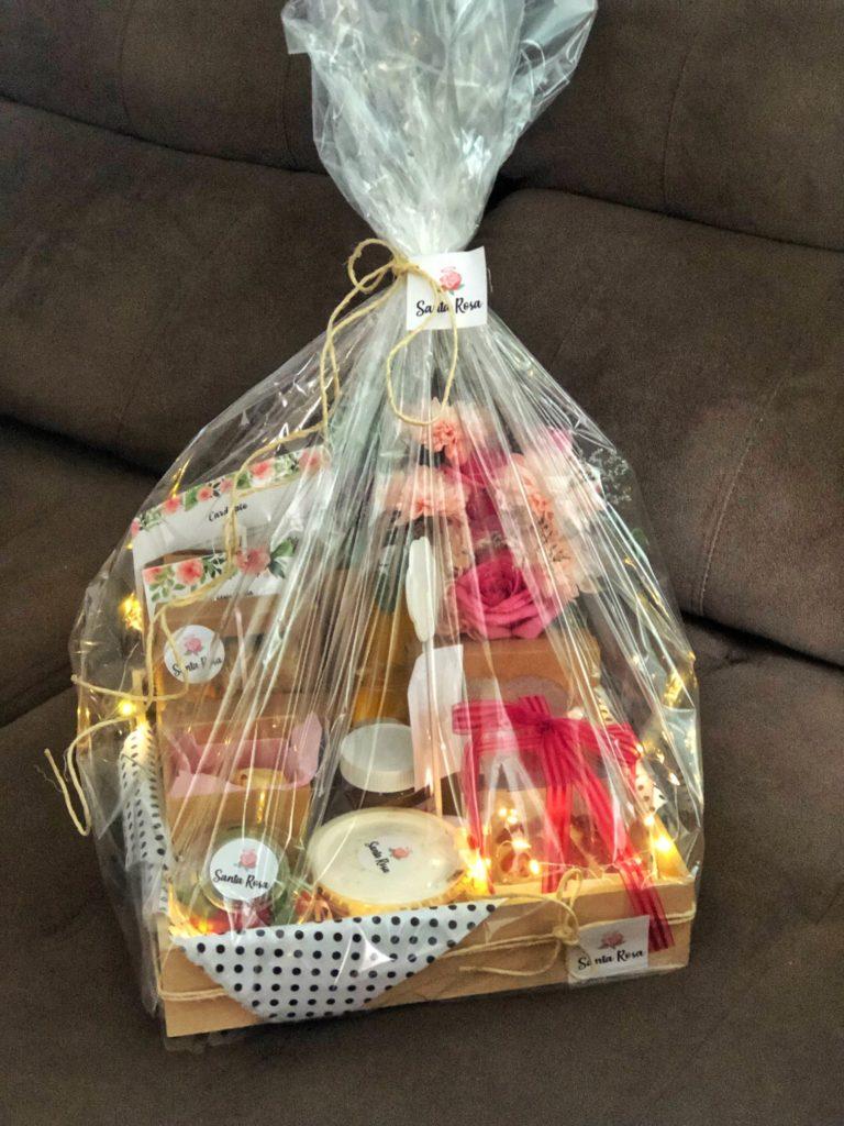 Santa Rosa: cesta de café da manhã personalizada.