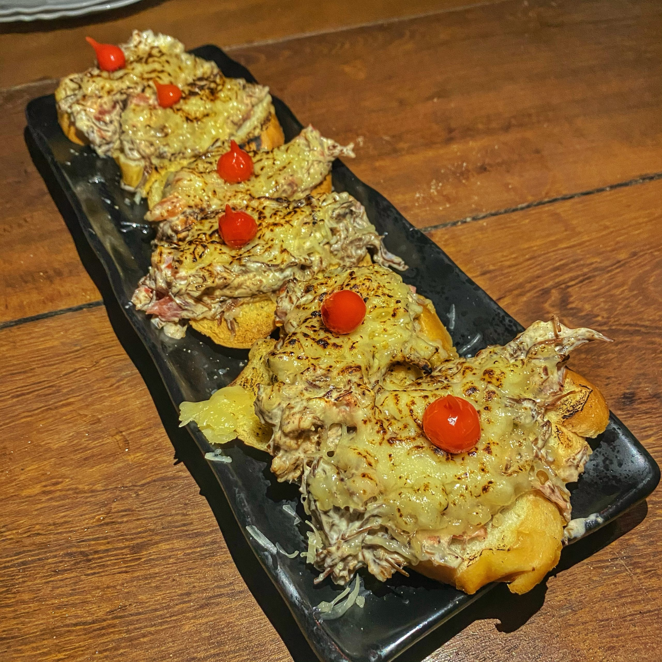 bruschetta – bar do cachorro – fernando de noronha